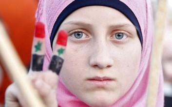 Πόσο άλλαξαν οι τάσεις της γυναικείας ομορφιάς στη Συρία μέσα σε 100 χρόνια