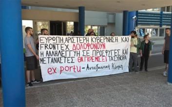 Πανό και μπογιές από αντιεξουσιαστές στο υπουργείο Ναυτιλίας