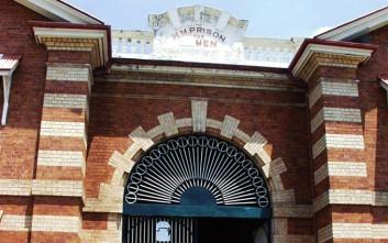 Τρανσέξουαλ εξομολογείται: Με βίασαν πάνω από 2.000 φορές σε αντρικές φυλακές