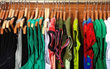 Τρεις βασικές κινήσεις που πρέπει να κάνετε στην αποθήκευση των χειμωνιάτικων ρούχων