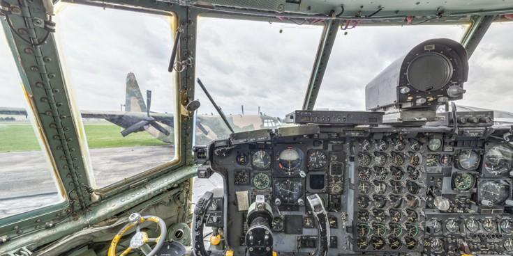 cockpit9