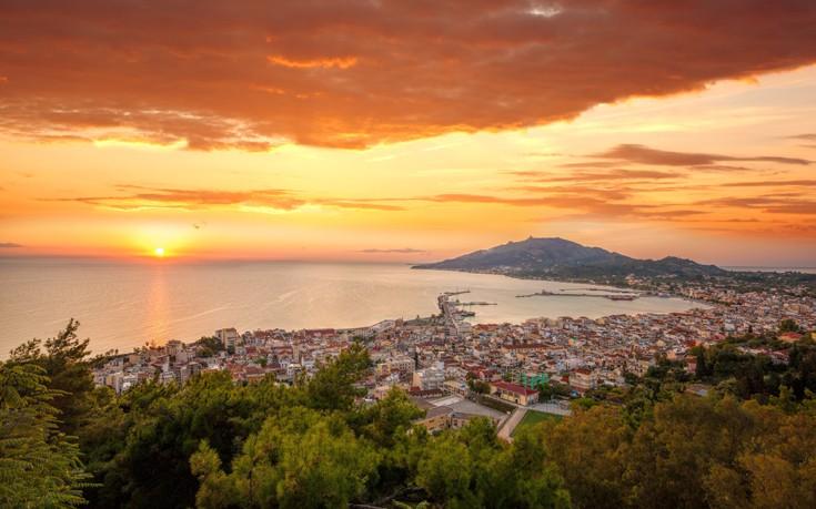 b699ed401c Ο ήλιος ανεβαίνει πάνω από το νησί της Ζακύνθου και οι εικόνες τείνουν να  είναι ακόμη πιο εντυπωσιακές από το ηλιοβασίλεμα. Το «Φιόρο του Λεβάντε»  είναι ...