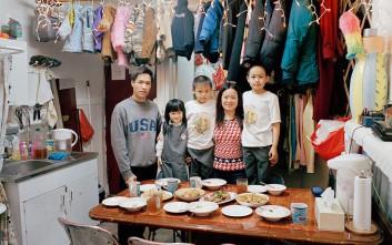 Πώς ζει μια οικογένεια από τη Κινα, σε ένα μικροσκοπικό σπίτι στη Νέα Υόρκη