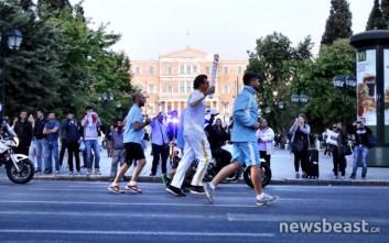 Από την πλατεία Συντάγματος πέρασε η Ολυμπιακή Φλόγα