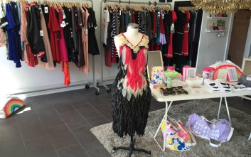 Φορέματα φτιαγμένα από προφυλακτικά