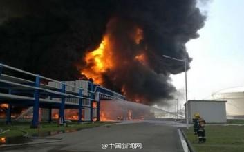 Στις φλόγες αποθήκη χημικών στην Κίνα