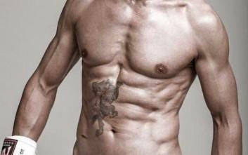 Μπορείτε να καταλάβετε από το σώμα του τι ηλικία έχει αυτός ο άνδρας;