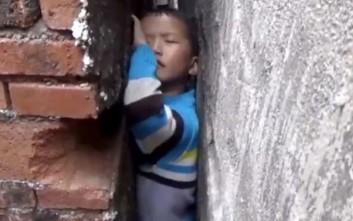 Εξάχρονος εγκλωβίστηκε ανάμεσα σε δύο τοίχους