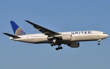 Αεροσυνοδός άνοιξε τη σκάλα έκτακτης ανάγκης και έφυγε από το αεροπλάνο