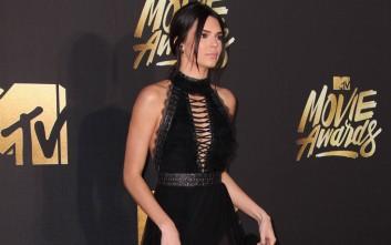 Η εμφάνιση της Kendall Jenner που τράβηξε τα φλας