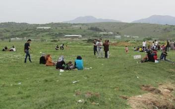 Αρνούνται να κατέβουν από τα λεωφορεία οι πρόσφυγες στον Κατσικά
