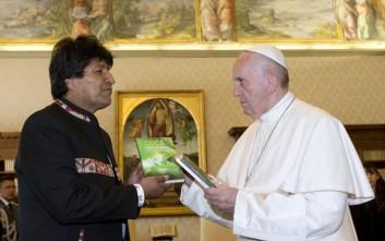 Μοράλες σε πάπα: Να καταναλώνετε λίγα φύλλα κόκας, κάνει καλό στην υγεία