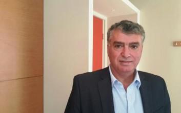 Ο σύρος δήμαρχος Κυλλήνης δείχνει έμπρακτα την αλληλεγγύη του