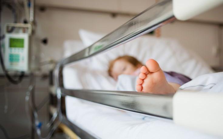 Γιατροί και νοσηλεύτρια καταδικάστηκαν για τον θάνατο μικρού αγοριού