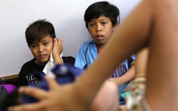 Παιδιά υποβάλλονται σε περιτομή στις Φιλιππίνες
