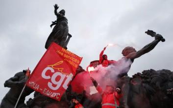 Τρίτη νύχτα κατάληψης στην πλατεία Δημοκρατίας στο Παρίσι