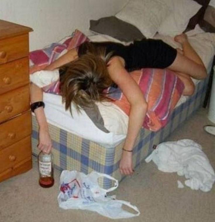 Показать фото и видео пьяных женщин, сперма из жопы нарезки