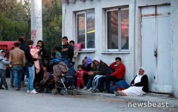 Πρόσφυγες έχουν συγκεντρωθεί στο Σκαραμαγκά
