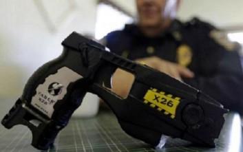 Τι είναι το Taser, το όπλο που έχει η ιταλική αστυνομία για τους οπαδούς στα γήπεδα
