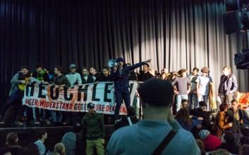 Ακροδεξιοί διέκοψαν παράσταση προσφύγων στη Βιέννη