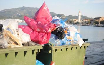 Μάζεψαν μετά από σχεδόν δύο μήνες τα σκουπίδια στη Ζάκυνθο