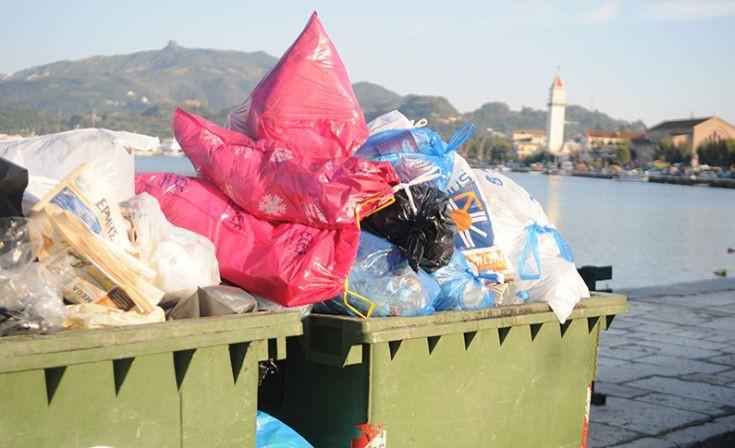 «Βουνά» τα σκουπίδια στην Κέρκυρα