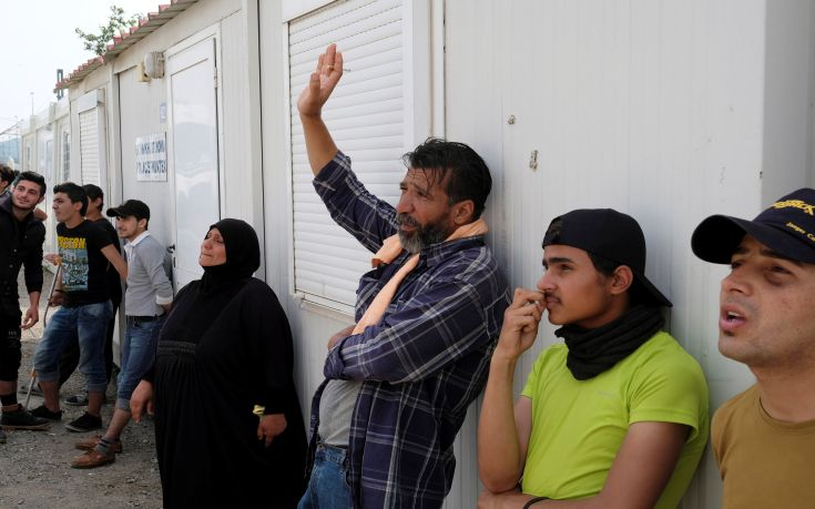 Αποχώρησαν οι μετανάστες από το κλειστό γυμναστήριο των Χανίων