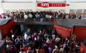 Η ζάχαρη τέλειωσε και μαζί η Coca-Cola στη Βενεζουέλα - 170 δολάρια κοστίζει ένα μπέργκερ