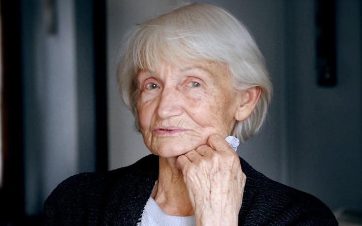 Πέθανε η χήρα του τελευταίου ηγέτη της Ανατολικής Γερμανίας