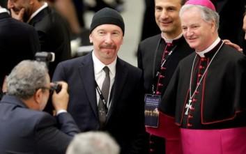 Ο κιθαρίστας των U2 στο Βατικανό