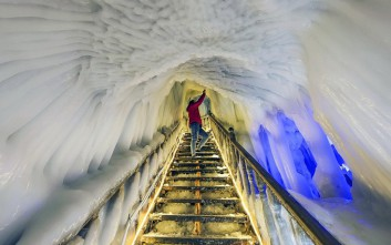 Το μαγευτικό «κρυστάλλινο» σπήλαιο της Κίνας
