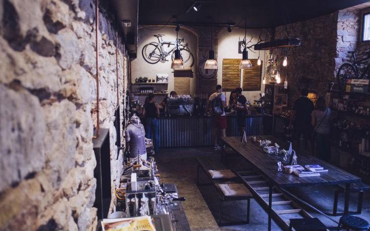 Πέτρα και ξύλο τα βασικά χαρακτηριστικά του La Fabrica στη Χιρόνα