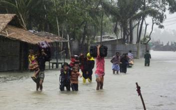 Φονικό το πέρασμα του κυκλώνα Ροάνου από το Μπαγκλαντές