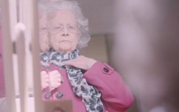 Είναι 100 ετών και ποζάρει για την Vogue
