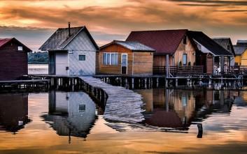 Η γοητεία του πλωτού χωριού Bokod στην Ουγγαρία