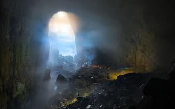 Συναρπαστικές εικόνες από το μεγαλύτερο σπήλαιο του κόσμου με το δικό του κλίμα