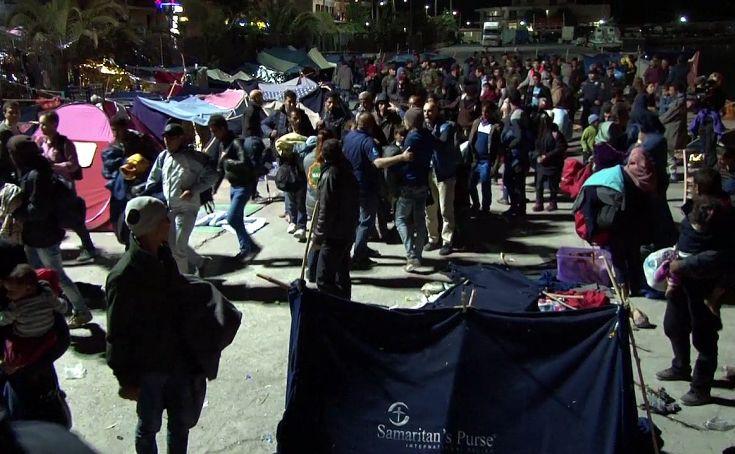 «Καμπάνες» σε ακροδεξιούς που επιτέθηκαν σε πρόσφυγες στη Χίο