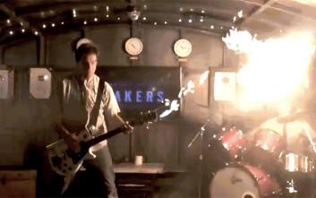 Η κιθάρα που πετάει φλόγες στο Mad Max έγινε πραγματικότητα