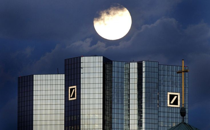 Εξετάζεται ο έλεγχος των δύο μεγαλύτερων μετόχων της Deutsche Bank