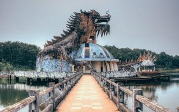 Το ανατριχιαστικό εγκαταλελειμμένο πάρκο του Βιετνάμ με τον γιγάντιο δράκο