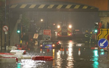 Δωδεκάωρος «κατακλυσμός» πλημμύρισε την Αγγλία