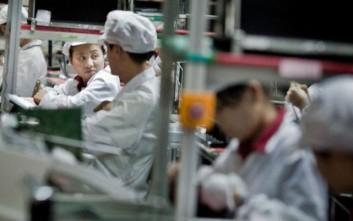 Η Foxconn αντικαθιστά 60.000 εργάτες με ρομπότ