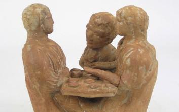Ένα αρχαίο επιτραπέζιο παιχνίδι για φίλους στο Αθέατο Μουσείο