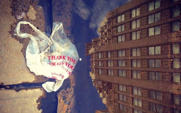 «Κατασκοπεύοντας» τις πλαστικές σακούλες στους δρόμους της πόλης