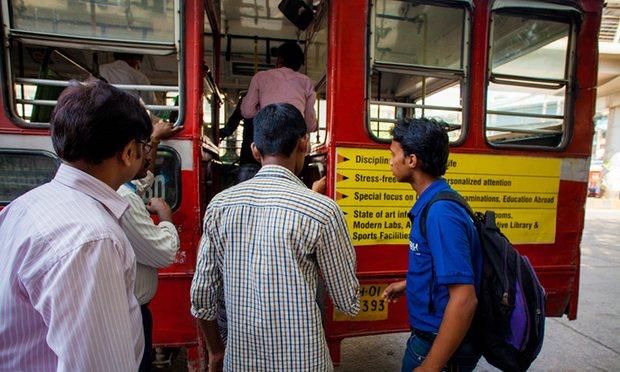 «Κουμπί πανικού» για την προστασία των γυναικών από βιασμό στα λεωφορεία της Ινδίας