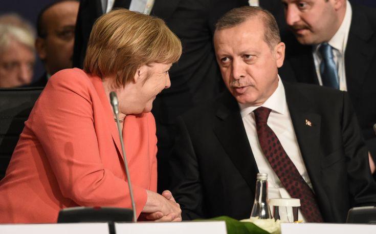 Μέρκελ: Ο Τουσκ θέλει να συζητήσει με τον Ρετζέπ Ταγίπ Ερντογάν στην προσεχή σύνοδο του ΝΑΤΟ