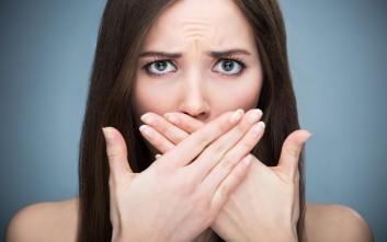 Πώς να απαλλαγείτε από τη μυρωδιά του σκόρδου στην αναπνοή