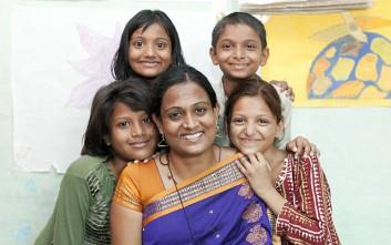 Η γυναίκα που ρισκάρει τη ζωή της για να σώσει ανήλικες νύφες