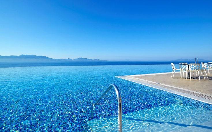 Οι 5 πιο εντυπωσιακές πισίνες υπερχείλισης των ελληνικών νησιών