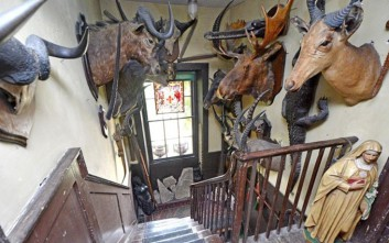 Το ξεχασμένο αρχοντικό του Λονδίνου με τα τρομακτικά γλυπτά και τα ταριχευμένα ζώα